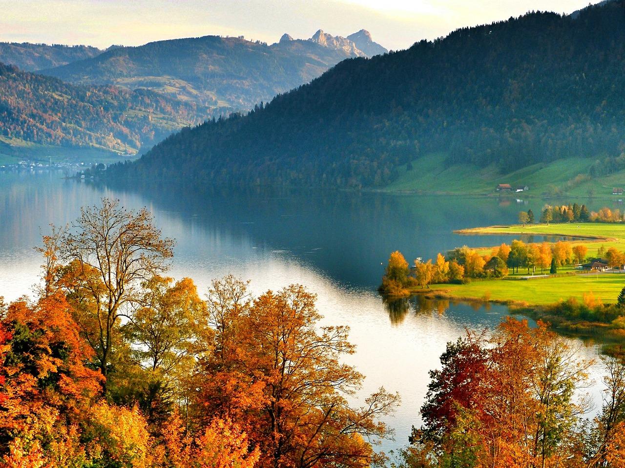 lake-360493_1280
